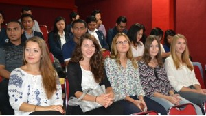 undhira-gelar-forum-internasional-mahasiswa-bertema-servant-leadership