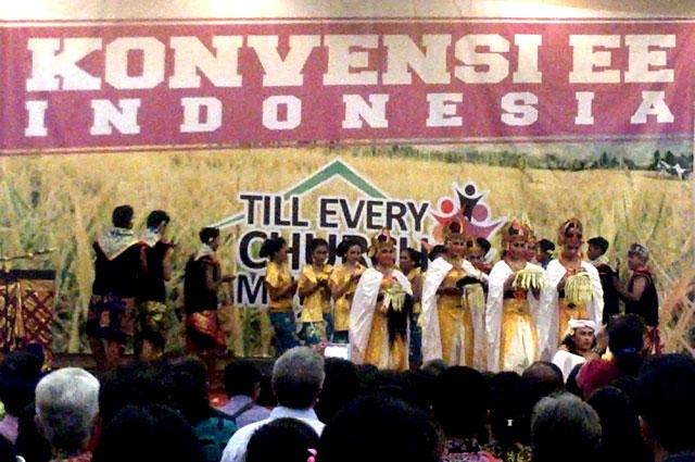 pementasan-sendratari-perdamaian-pada-pembukaan-konvensi-ee-indonesia