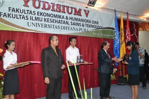 undhira-yudisium-232-mahasiswa